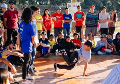 Projeto leva aulas de robótica, artes, dança e circo no contraturno escolar