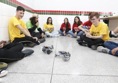 Até robótica e tecnologia viram tema de aula em escolas públicas